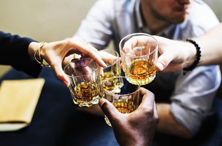 Ngừng hoặc cắt giảm uống rượu, bia