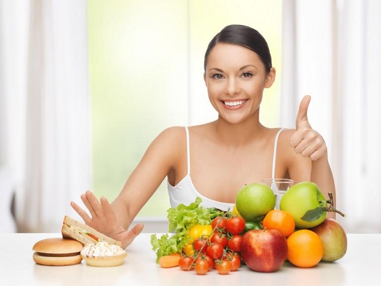 Uống nhiều nước, ăn uống khoa học là cách tốt nhất để thanh lọc cơ thể và hỗ trợ loại bỏ sỏi gan hiệu quả