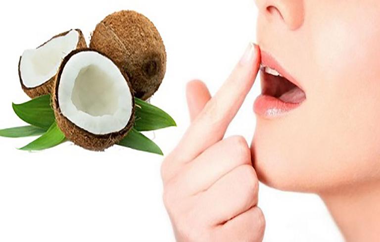 Dầu dừa có tác dụng làm giảm triệu chứng chàm môi