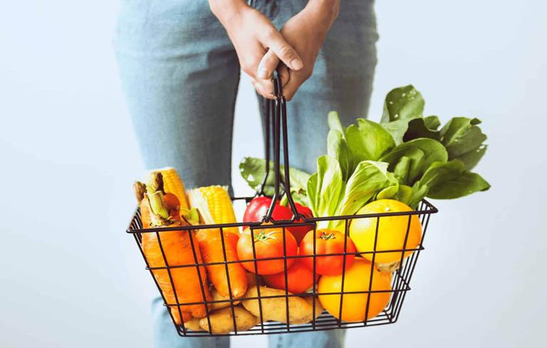 Chế độ dinh dưỡng không phù hợp cũng ảnh hưởng tới khả năng sinh sản của chị em