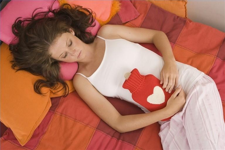 Chườm nóng giảm đau dạ dày