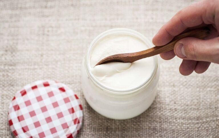 Ăn sữa chua khi cơ thể không dung nạp được lactose dễ bị đau bụng.