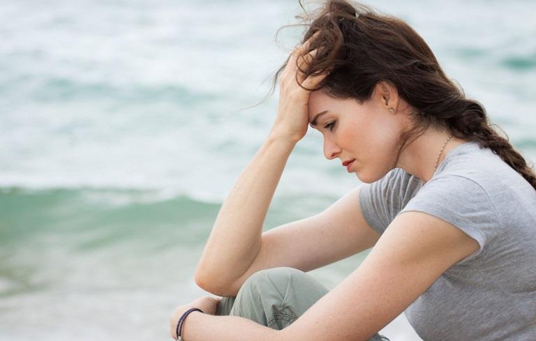 Căng thẳng, mệt mỏi làm rối loạn đồng hồ sinh học và nội tiết tố người phụ nữ, gây đau bụng kinh không ra máu