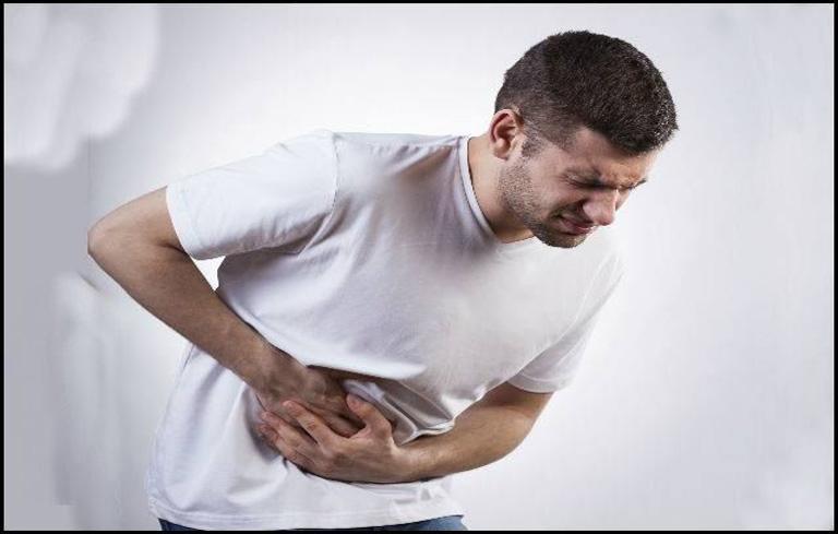 Đau bụng là triệu chứng sỏi mật điển hình