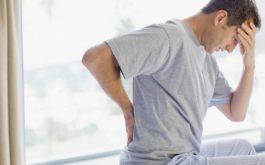 Bị đau cột sống lưng khi ngủ dậy là tình trạng mà nhiều người gặp phải