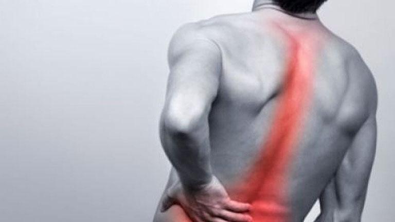 Đau cột sống lưng trên và khó thở là bệnh gì?