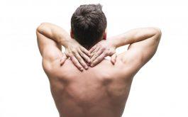 đau cột sống lưng trên và khó thở có nguy hiểm không