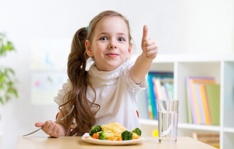 Chế độ dinh dưỡng đóng vai trò quan trọng hỗ trợ điều trị đau dạ dày ở trẻ hiệu quả