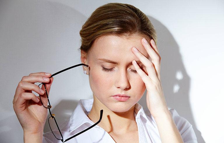 Đau đầu, mệt mỏi là dấu hiệu suy nhược cơ thể thường gặp