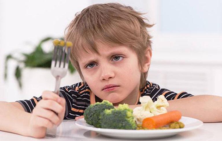 Biếng ăn, chán ăn, suy nhược cơ thể là một trong những biểu hiện đau dạ dày ở trẻ