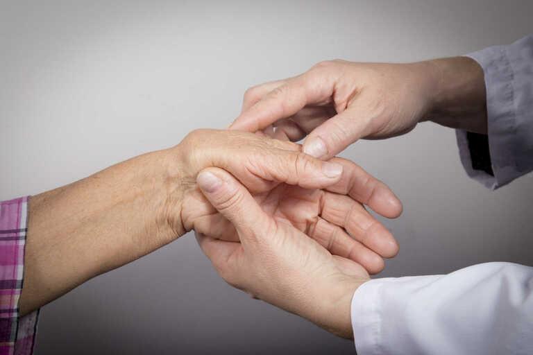 Nguyên nhân gây đau khớp cổ tay nhưng không sưng