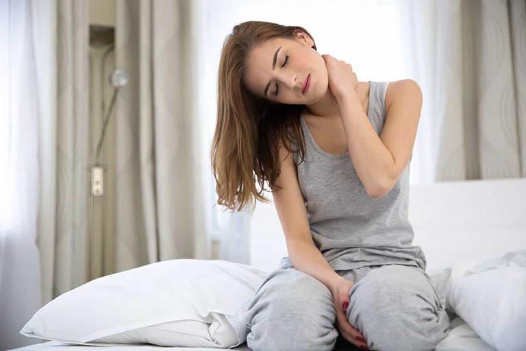 Đau mỏi vai gáy tê bì chân tay và cách điều trị hiệu quả