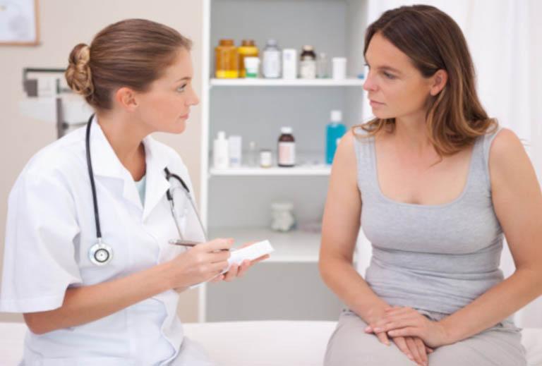 Thăm khám và điều trị theo hướng dẫn của bác sĩ