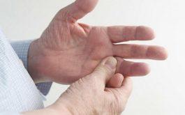 Đau nhức khớp tay nếu chỉ xảy ra một vài ngày rồi hết thì đó thường là do nguyên nhân cơ học. Nhưng nếu nó kéo dài nhiều ngày không khỏi thì rất có thể là do bệnh lý.