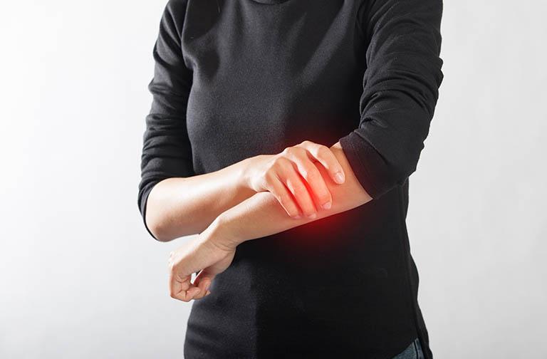 Đau nhức cánh tay trái, phải là bệnh gì? Các bệnh lý có thể gặp