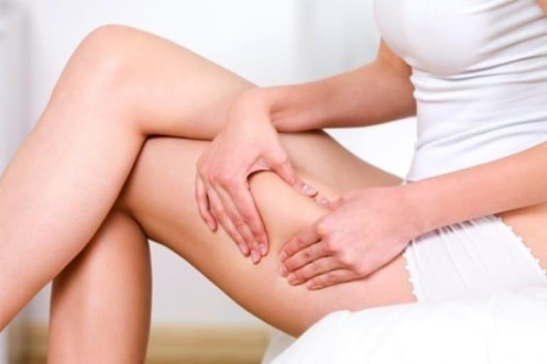 Đau từ mông lan đến chân thường là dấu hiệu của bệnh về cột sống hoặc thần kinh tọa.