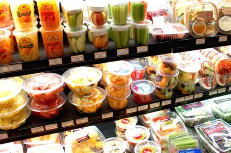 Thức ăn chế biến sẵn không những kéo dài thời gian đau nhức mà còn khiến bệnh dễ trầm trọng hơn.