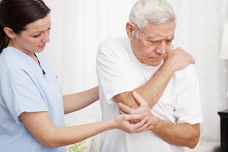 Tình trạng đau nhức xương khớp ở người già