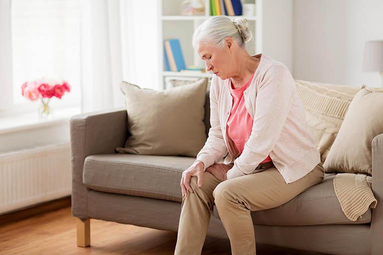 Đau nhức xương khớp ở người già - Cách điều trị & phòng ngừa