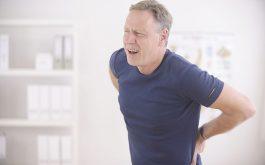Đau từ thắt lưng xuống mông đùi là bệnh gì