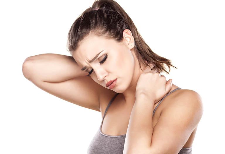 Đau vai gáy khó thở có nguy hiểm không? Làm sao khỏi?
