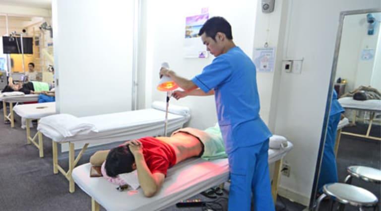 Điều trị nhiệt làm mềm cơ, giúp máu lưu thông tốt hơn. Qua đó, tình trạng đau nhức thần kinh tọa được cải thiện.