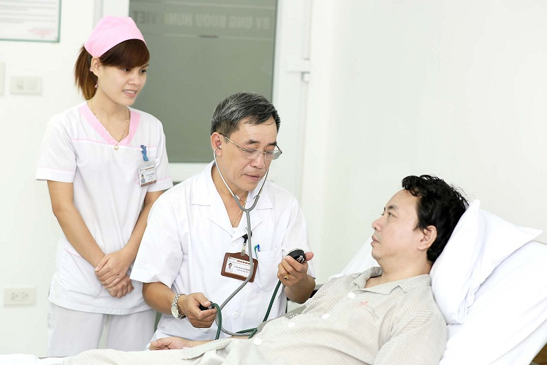 Người bệnh và người nhà cần tuân theo phác đồ điều trị của bác sĩ