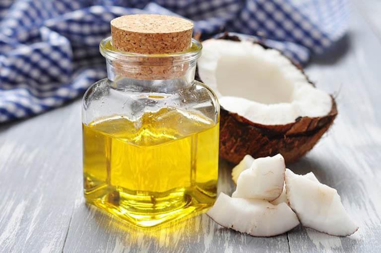 Thành phần hoạt chất bên trong dầu dừa có tác dụng làm giảm ngứa ngáy và đau rát ở hậu môn
