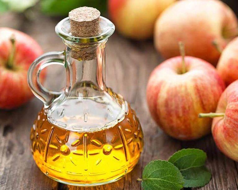 Uống giấm táo pha với nước cũng là một trong những cách chữa ho khan hiệu quả tại nhà.
