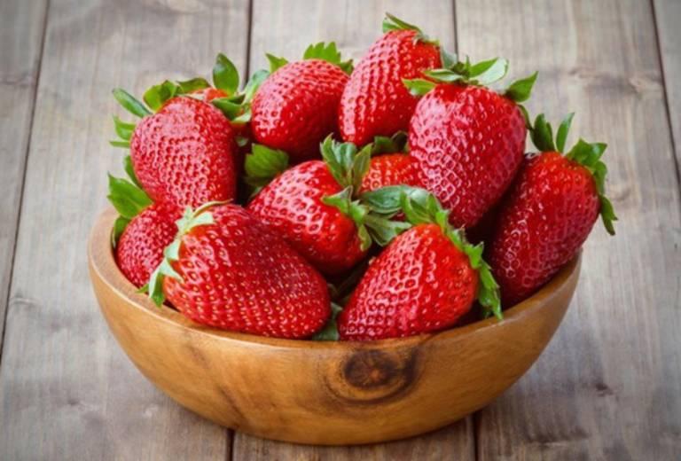 Dâu là một trong những trái cây tốt cho sức khỏe mà người mắc bệnh xương khớp không thể bỏ qua