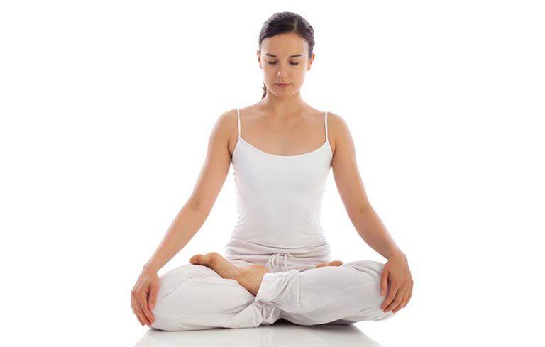tập yoga là một cách chữa viêm đại tràng tại nhà đơn giản mà hiệu quả
