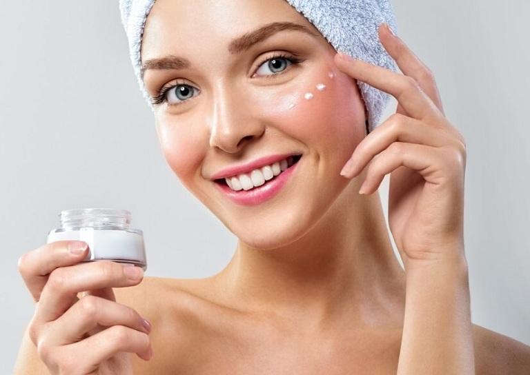 Sử dụng kem trị mụn cần lựa chọn sản phẩm phù hợp và có nguồn gốc rõ ràng