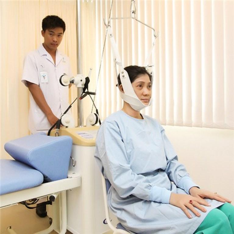 Kéo giãn cột sống cổ là một trong những phương pháp vật lý trị liệu cuối cùng trước khi chuyển sang điều trị ngoại khoa.