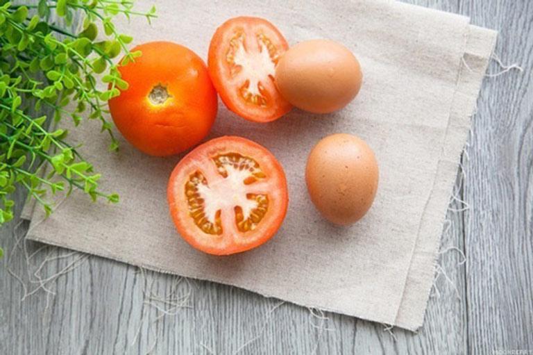 Kết hợp trứng gà và cà chua để trị nám da an toàn, hiệu quả