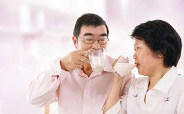 Khô khớp gối nên uống gì?
