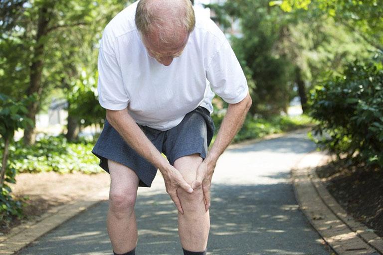 Cách phòng bệnh khô khớp gối ở người già
