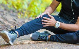 Có rất nhiều nguyên nhân gây ra tình trạng khô khớp gối ở người trẻ