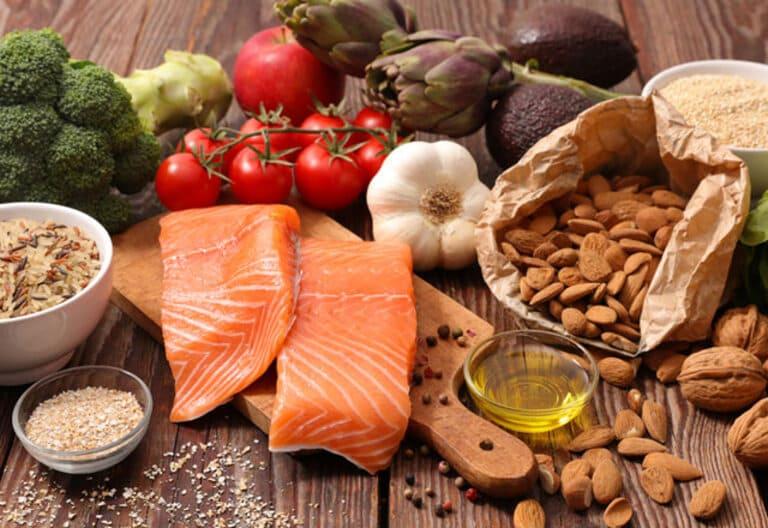 Chế độ ăn uống cũng rất quan trọng trong việc nâng cao hiệu quả tập luyện và các phương pháp điều trị khác.