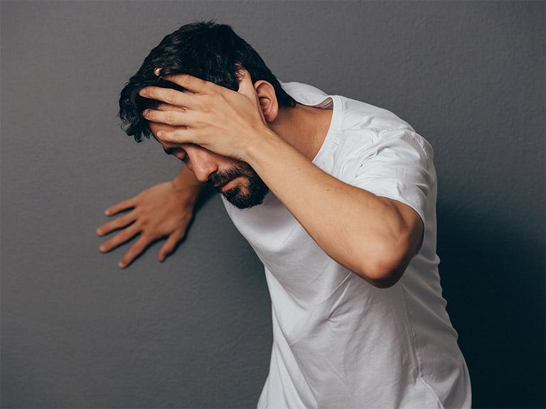 Tạm ngưng việc sử dụng thuốc Methotrexate khi xuất hiện những biểu hiện bất thường như: đau đầu, buồn nôn, tiêu chảy, chóng mặt,...