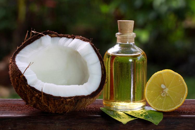 Ngăn ngừa bạc tóc đơn giản với dầu dừa và chanh