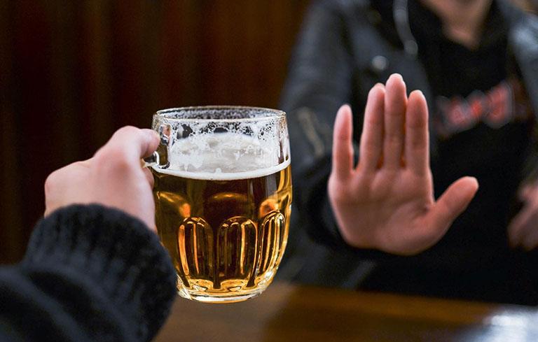 Người bị suy nhược cơ thể nên kiêng rượu, bia và chất kích thích