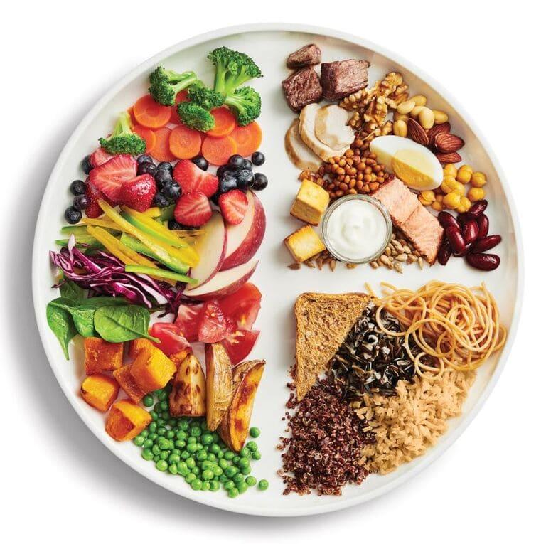 Người bị bệnh xương khớp cần đảm cung cấp đầy đủ các nhóm thực phẩm hằng ngày. Đó là nền tảng để cải thiện bệnh.