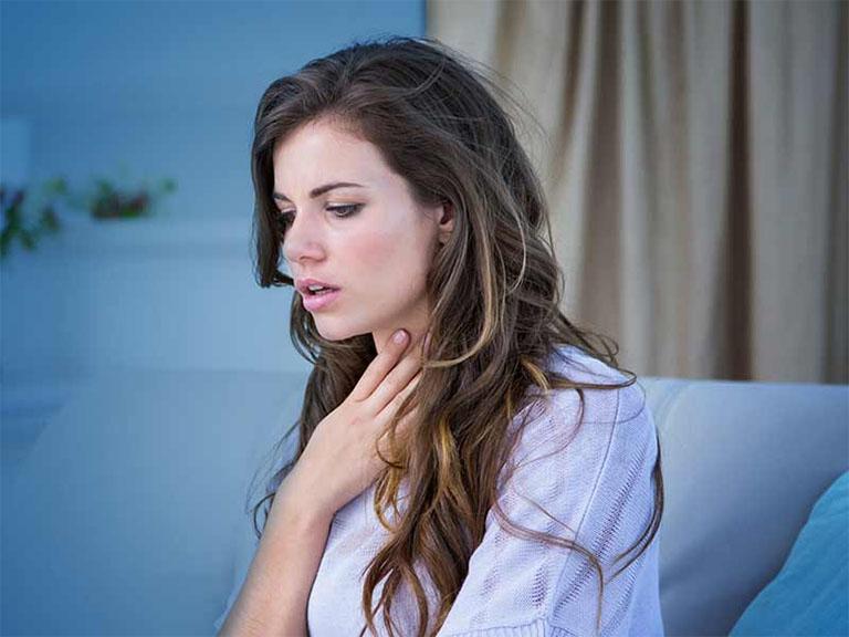 Nguyên nhân dẫn đến tình trạng khó nuốt nước bọt và có cảm giác khó chịu ở hầu họng