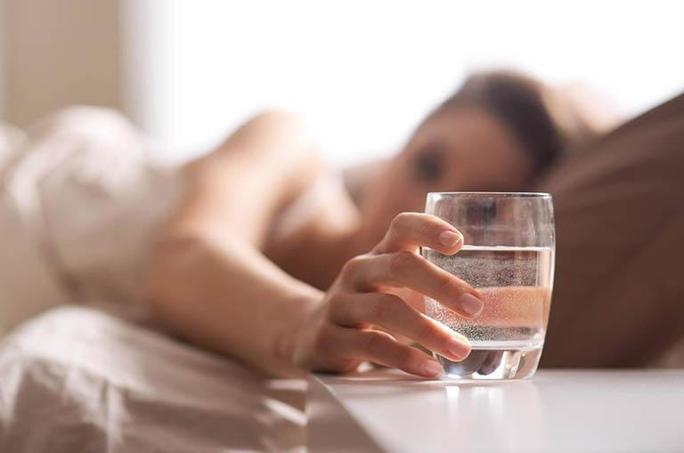 Nước và thức ăn lỏng