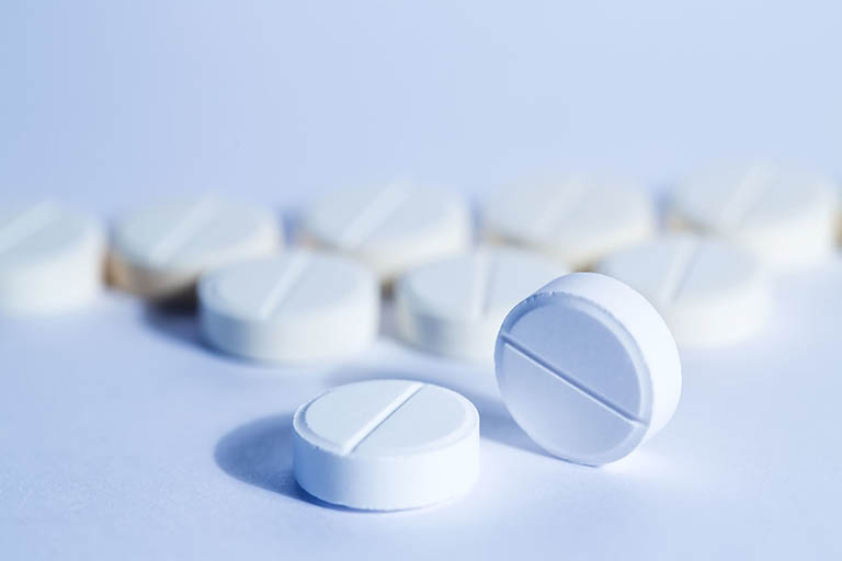 Chữa nứt kẽ hậu môn ở trẻ em bằng thuốc