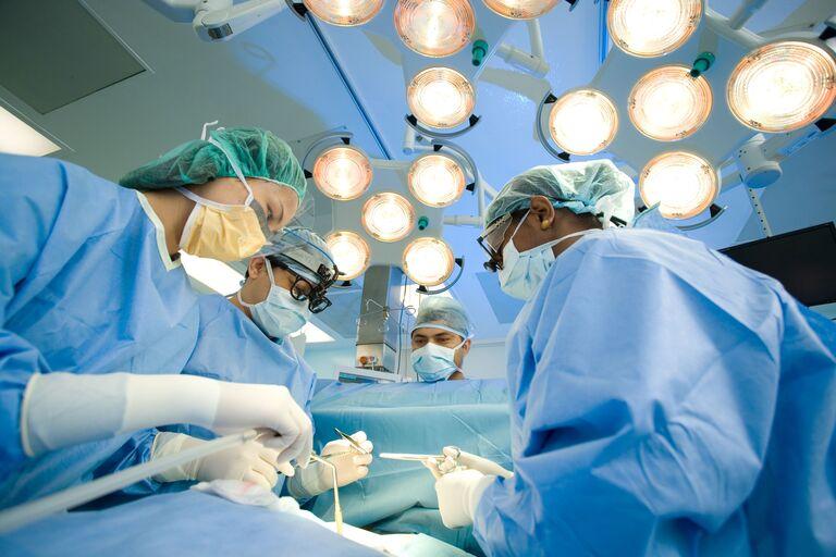 Phẫu thuật thoái hóa cột sống hay không là còn tùy vào rất nhiều yếu tố. Đồng thời, đây không phải là giải pháp điều trị ưu việt nhất.