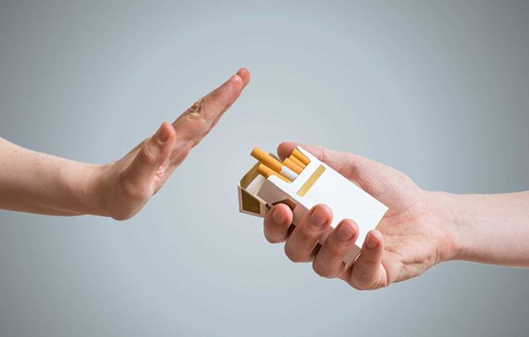 Hút thuốc lá làm tăng nguy cơ tai biến não