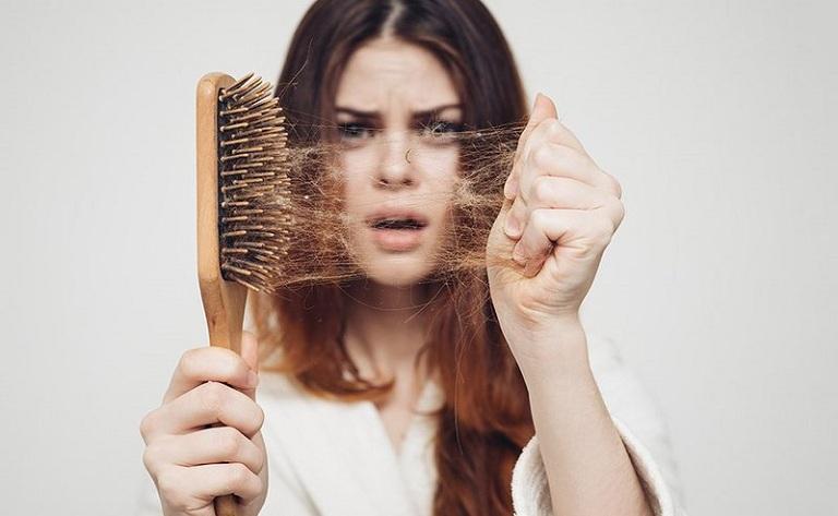 Phụ nữ tóc yếu, xơ, dễ gay rụng phần lớn do rối loạn lượng Estrogen trong cơ thể