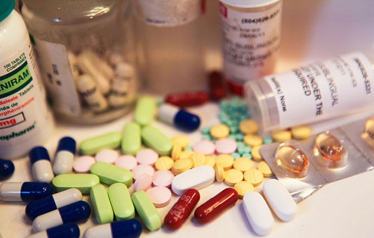 Lạm dụng thuốc kháng sinh trong chữa viêm họng có thể gây biến chứng nguy hiểm