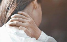 Hơn 50% mẹ sau sinh bị đau vai gáy. Trong đó, tỷ lệ mắc phải tình trạng này ở phụ nữ sinh mổ nhiều hơn sinh thường.